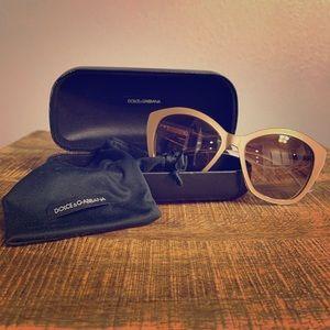 Dolce & Gabbana Sunglasses 4220